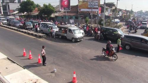 Macet di Pantura Cirebon saat arus balik. (Toiskandar)