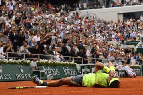 Rafael Nadal tidak percaya berhasil menang di Roland Garros (Foto: Roland Garros/Twitter)