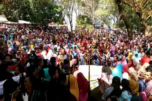 Ribuan warga memadati kirab syawalan di Kraton Solo