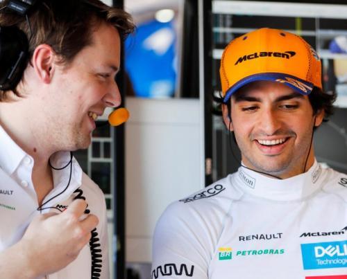 Carlos Sainz Jr dibajak McLaren (Foto: Twitter/@McLarenF1)