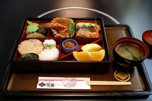 Wanita Jepang suka makan porsi kecil