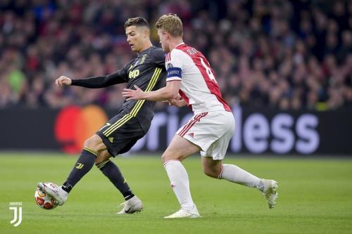 Ronaldo vs De Ligt di Liga Champions