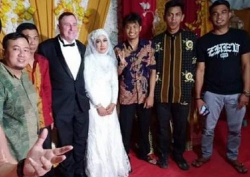 Polisi Australia nikahi gadis Bone
