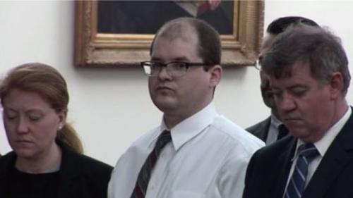 Timothy Ray Jones dalam sidang di pengadilan Lexington, 4 Juni lalu. (CBS)