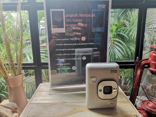 Fujifilm luncurkan kamera Instax Mini LiPlay terbaru