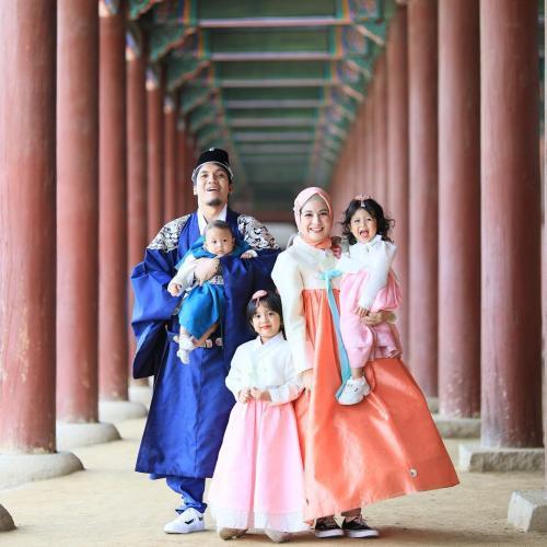 natasha rizki pakai baju korea