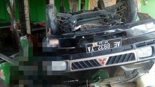 Pikap ringsek ditabrak bus di Jombang. (Ist)