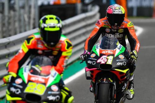 Andrea Iannone dan Aleix Espargaro melaju di lintasan balap