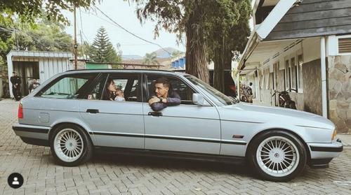 Keluarga di mobil