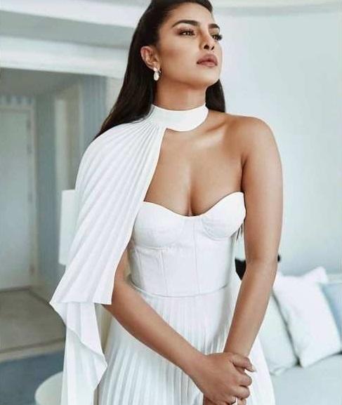 Perempuan pakai baju putih