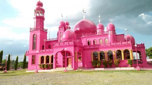 Masjid berwarna pink
