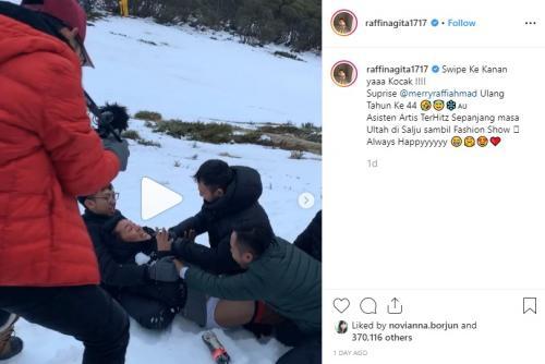 Raffi Ahmad memberikan kejutan ulang tahun untuk Merry dengan menelanjanginya di atas salju. (Foto: Instagram)