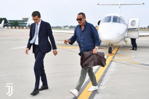 Maurizio Sarri saat tiba di Bandara Kota Turin