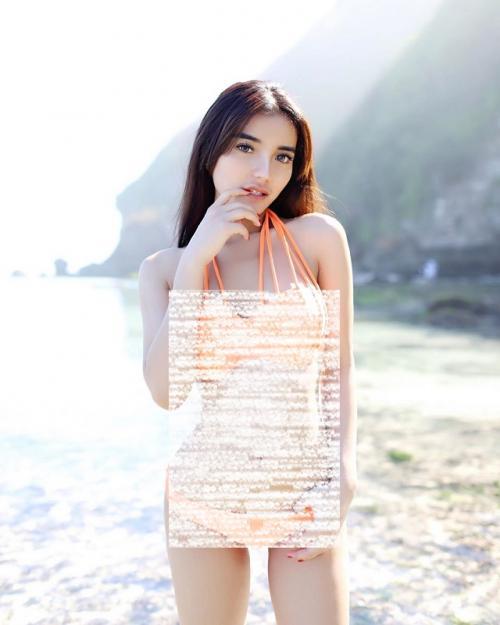 Nabila Aprilya kembali mengunggah foto bikini two piece di Instagram. (Foto: Instagram)