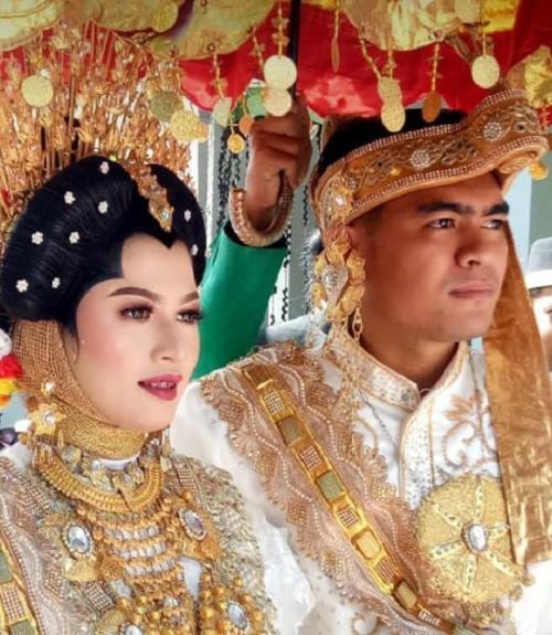 Pernikahan pria kembar