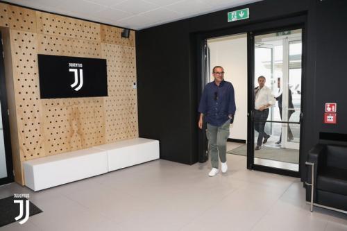 Sarri saat tiba di markas latihan Juventus