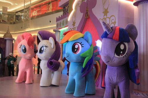 Di Neo Soho Mall tahun ini dikhususkan untuk para pecinta My Little Pony yang akan berkesempatan bertemu langsung