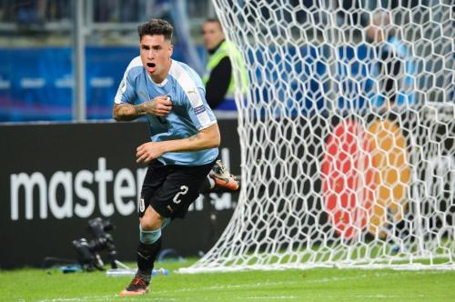 Jose Gimenez melakukan selebrasi setelah cetak gol ke gawang Jepang