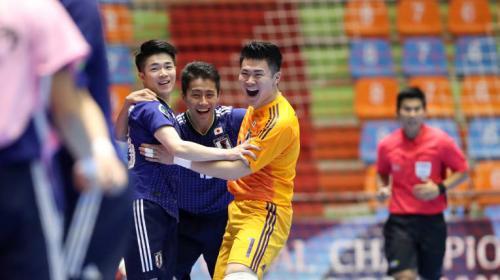 Selebrasi penggawa Timnas Futsal Jepang usai cetak gol ke gawang Iran
