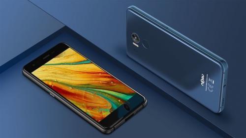 Nomu M8, smartphone anti bakteri pertama di dunia