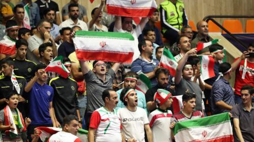 Fans Iran memberikan dukungan (Foto: AFC)