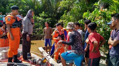 Proses Pencarian Bocah 4 Tahun Hilang Setelah Kapal yang Ditumpangi Disapu Ombak (foto: Ist)