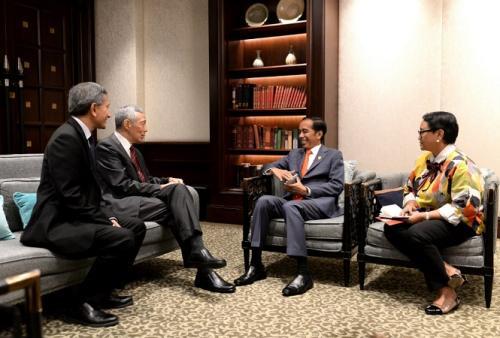 Presiden Joko Widodo (Jokowi) didampingi Menlu Retno Marsudi dan PM Singapura Lee Hsien Loong (Foto Kris - Biro Pers Sekretariat Presiden)