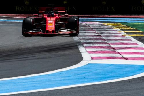 Mobil SF90 bikin Sebastian Vettel kebingungan (Foto: Laman resmi Scuderia Ferrari)
