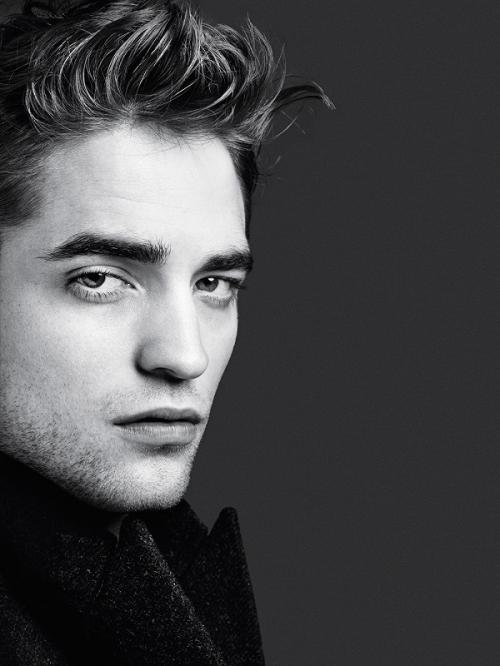 Robert Pattinson menuturkan kisah di balik proses pengambilan gambar adegan masturbasi dalam The Lighthouse. (Foto: Another Man Magazine)