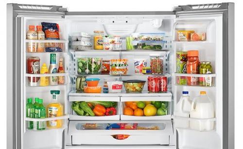 Lemari es atau kulkas membantu Anda untuk menyimpan makanan atau minuman.
