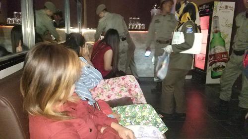 Satpol PP Kota Tangsel Menggerebek Panti Pijat Esek-Esek (foto: Hambali/Okezone)