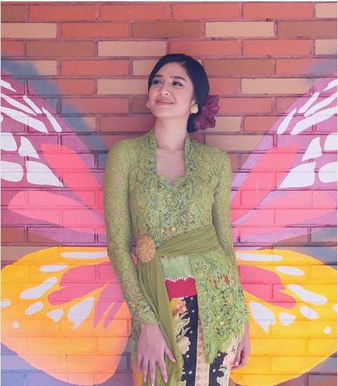 Mikha Tambayong Cantik Berkebaya