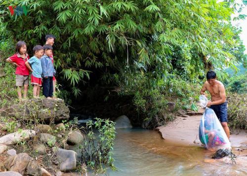 7100 Gambar Anak Sekolah Menyeberang Sungai HD