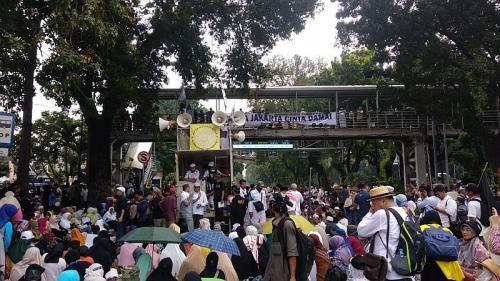 Aksi massa di sekitar Gedung MK. (Foto: Okezone)