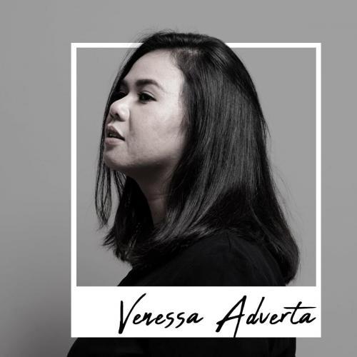Venessa Adverta dalam bingkai dan balutan hitam putih