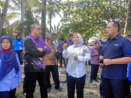 MNC Peduli Menyalurkan 15 Unit Kapal dari Pemerintah Kabupaten Tangerang untuk Korban Tsunami Selat Sunda di Pandeglang, Banten (foto: Rasyid Ridho/iNews)
