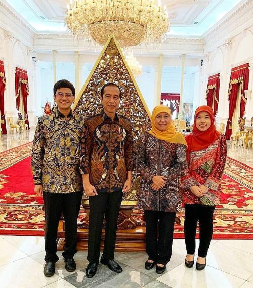 Khofifah bersama Jokowi di Istana