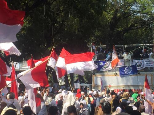 Massa Demonstran Menuju Gedung MK