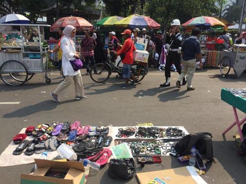 Pasar kaget di sekitar Gedung MK (Foto: Harits/Okezone)