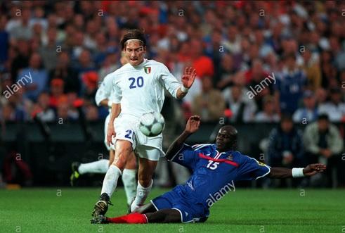 Italia Kalah Di Final Piala Eropa 2000 Totti Pemain Terbaik Okezone Bola