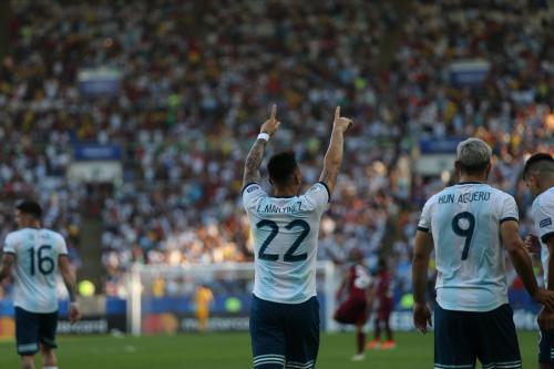 Aksi Lautaro Martinez saat membela Argentina