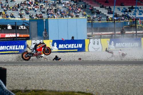 Jarak yang memadai memungkinkan pembalap terhindar dari benturan keras dengan pembatas (Foto: MotoGP)