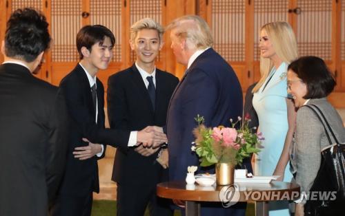 EXO dan Donald Trump