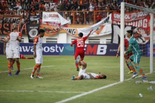 Bambang Pamungkas mencetak gol kemenangan Persija (Foto: PSSI)