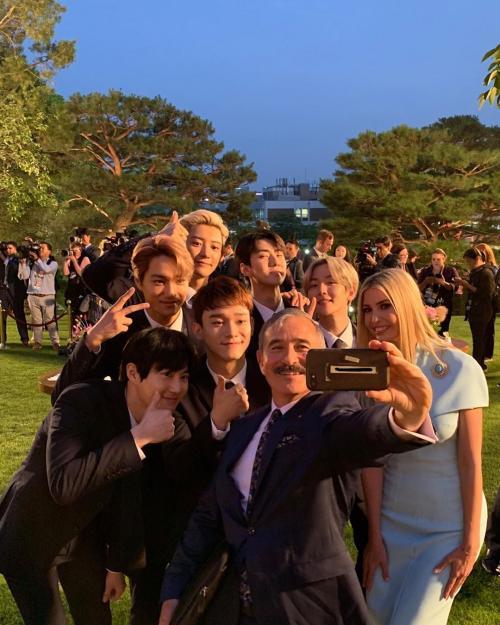 foto dari Instagram resmi EXO