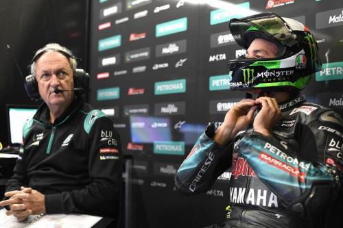 Franco Morbidelli berdiskusi dengan krunya sebelum balapan berlangsung