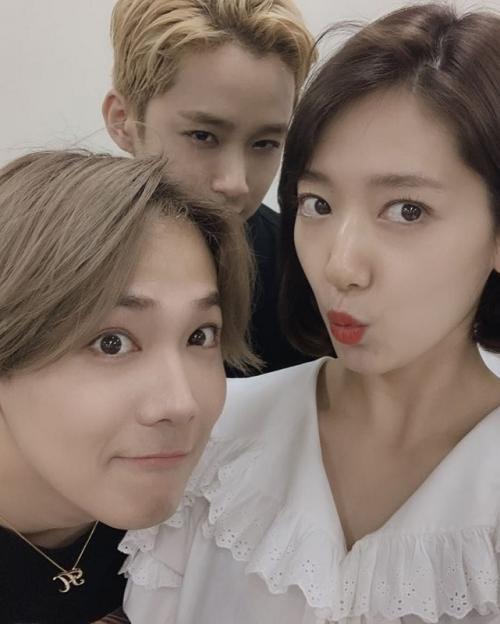 Park Shin Hye memberi dukungan kepada Lee Hong Ki dengan menghadiri konser FT ISLAND di Seoul, Korea Selatan. (Foto: Instagram)