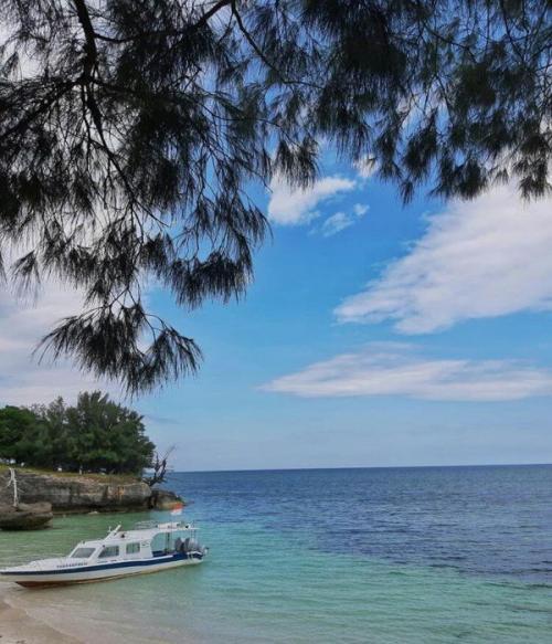 Kapal yang dipakai menuju pantai tersembunyi di Selayar