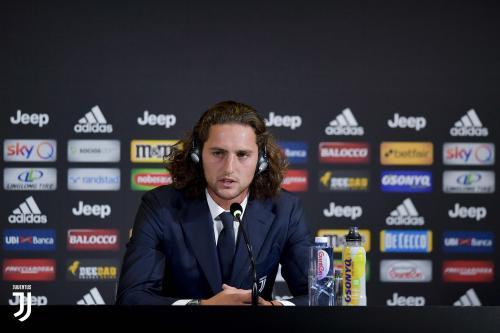 Rabiot saat diperkenalkan ke publik Juventus
