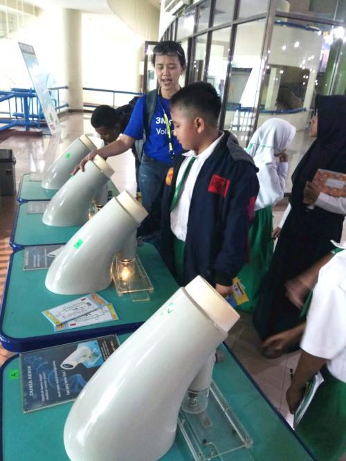 beasiswa itu meningkatkan prestasi dan mendorong semangat dalam rangka meningkatkan kualitas pendidikan.